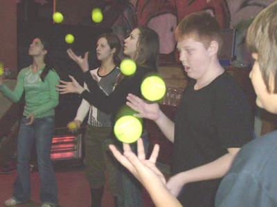 Učili žongliranje, bubnjanje i scenski pokret