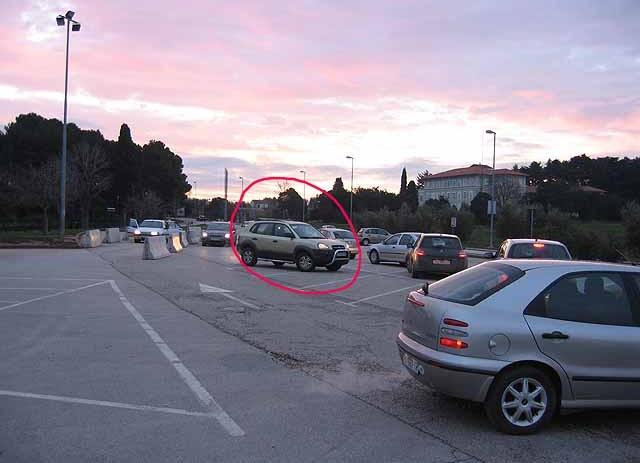 Tko je kriv za svakodnevne gužve na parkingu ispred Osnovne škole ?
