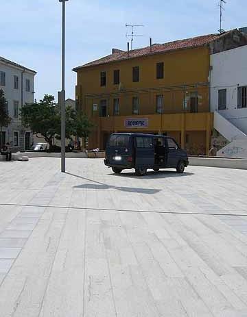 Regulacija parkiranja na Trgu slobode i oko njega ?