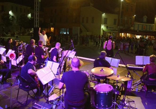 Swing i jazz glazba osvježili sparnu porečku noć