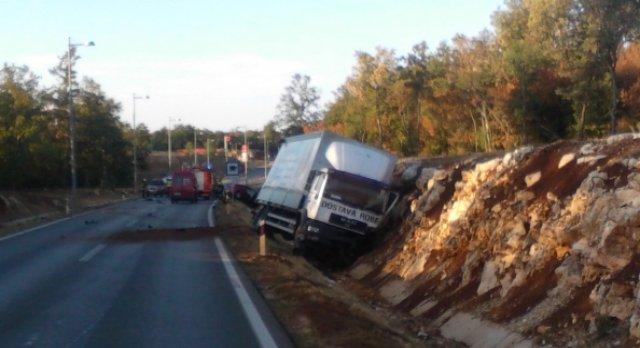 U sudaru kamiona i auta na porečkoj obilaznici dvije osobe ozlijeđene