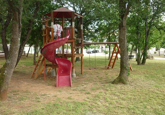 U Poreču u tijeku redovna sanacija i obnova dječjih igrališta