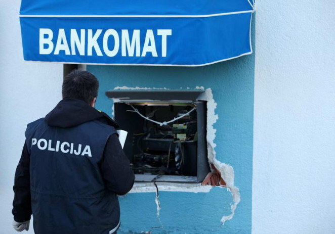 Tijekom noći eksplozije bankomata u Taru i u ul. M. Vlašića u Poreču