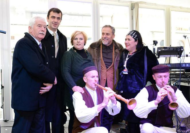 Nastup istarskih proizvođača kontroliranih autohtonih i ekoloških proizvoda u «Adventskoj kući» na Trgu bana Josipa Jelačića u Zagrebu 27. i 28. studenog 2013.