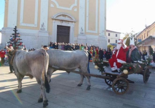 Djeda Mraza dovezli boškarini na vozu