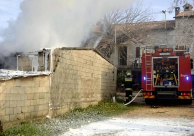 Radoši: Iskrenje bušilice izazvalo požar u garaži