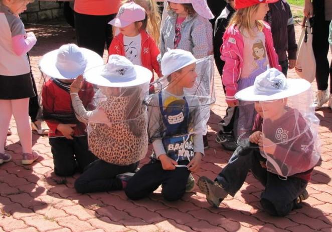Mališani iz vrtića Zvončica u Baderni upoznali pčele i njihov svijet