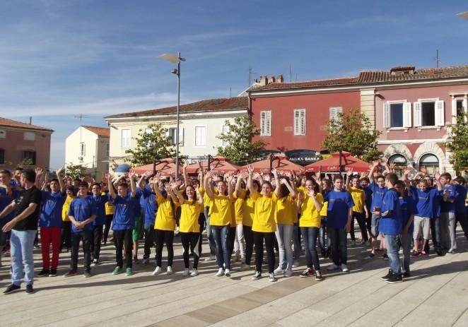 Učenici porečkih osnovnih škola na Dan zdravih gradova ispunili porečki trg i zaplesali (foto-album)