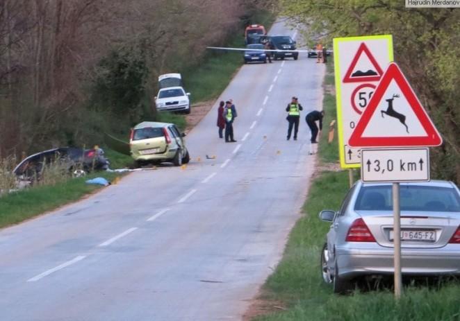 Troje ljudi poginulo u sudaru automobila, ozlijeđeno dijete na cesti Poreč-Kaštelir kod naselja Gedići