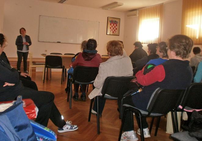 """dr. Vesna Janko Radovan održala je danas još jedno predavanje o zdravom životu za polaznice programa """"Medicinska rekreacija za starije"""""""