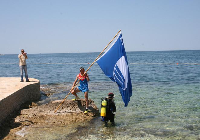 Na plaži hotela Parentium svečano podignuta Plava zastava – u Poreču ukupno 20 plaža s Plavom zastavom
