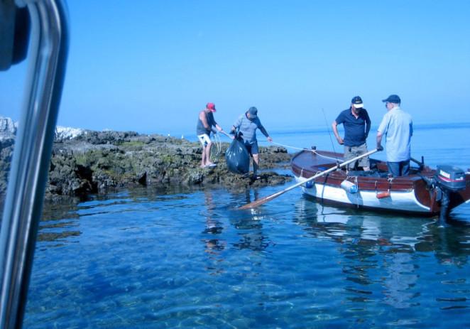 Članovi SRD Zubatac i pred ljeto očistili manje otočiće porečkog arhipelaga