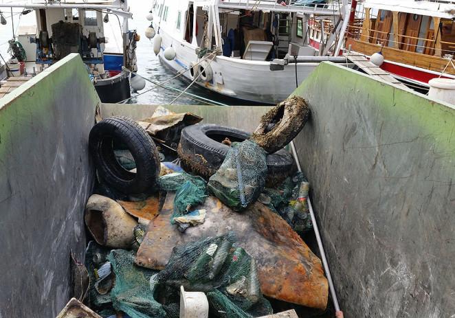 Održana akcija čišćenja podmorja porečke luke – sakupljeno 4 kubika raznog otpada