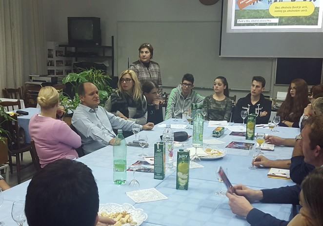 Dr. Zoran Zoričić sa porečkim srednjoškolcima u Mjesecu borbe protiv ovisnosti 2015.