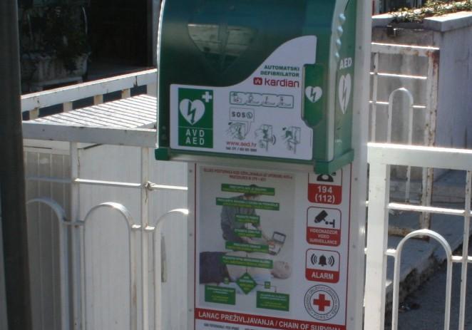 Poreč dobio sedam automatskih vanjskih defibrilatora