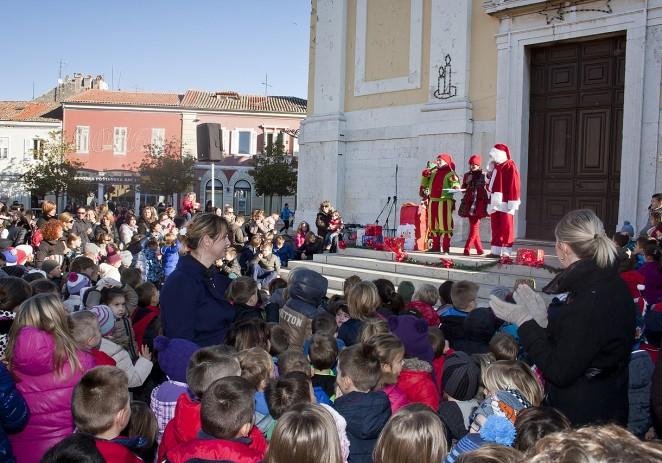 """Djed Mraz stigao u Poreč, od utorka do četvrtka boravit će na Porečkoj bajci u dvorani """"Veli Jože"""""""