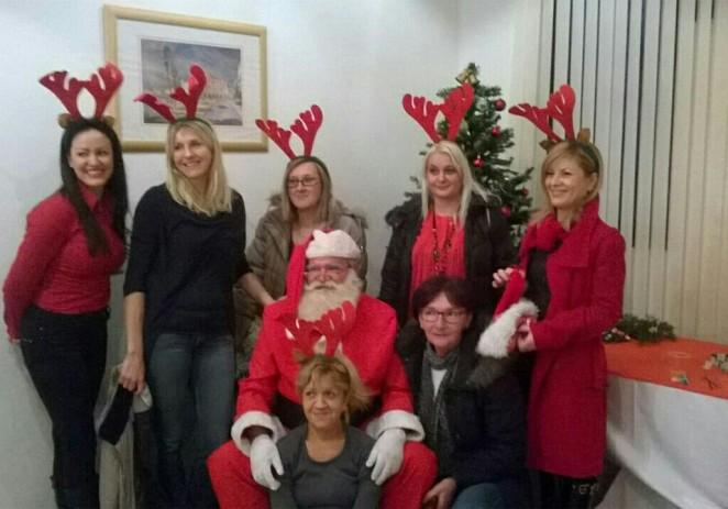 Mjesni odbor Červar Porat razveselio najmlađe Djedom Mrazom i poklonima