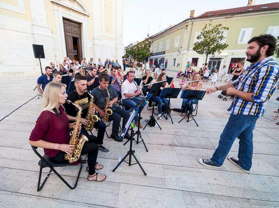 Pučko otvoreno učilište Poreč poziva vas na Božićno-novogodišnji koncert Puhačkog orkestra Grada Poreča