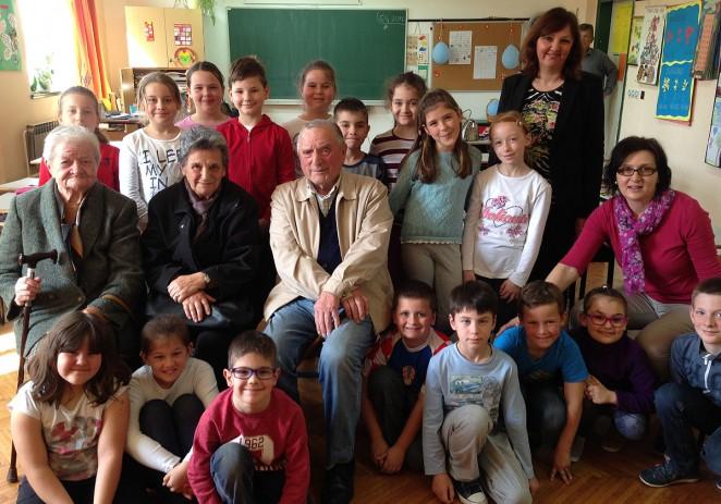 """U sklopu projekta """"Zavičajna nastava"""" Osnovnu školu Joakima Rakovca posjetili su korisnici Doma za starije i nemoćne osobe Poreč"""