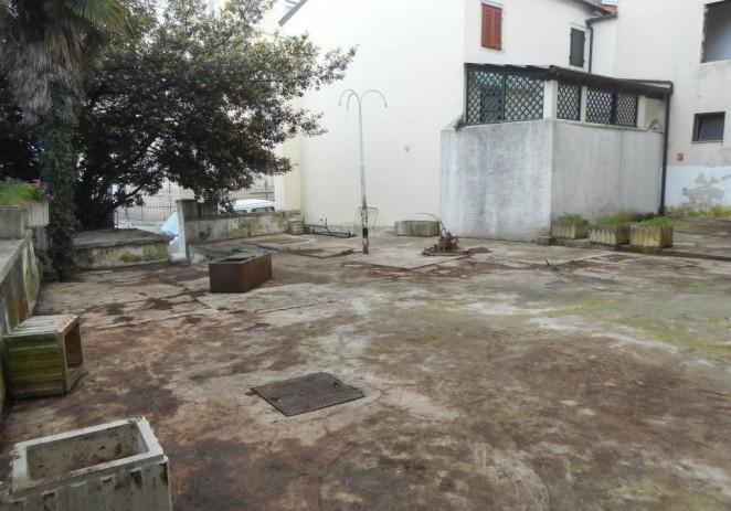 Idris Ferati očistio dvorište susjedima iz palače Bečić