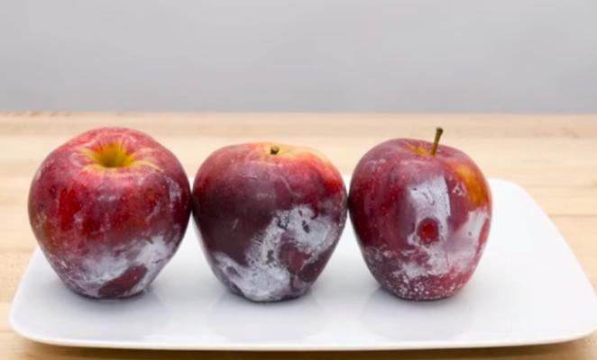 POKUS ZBOG KOJEG ĆETE SE ZAMISLITI: Polijte vruću vodu po jabukama….