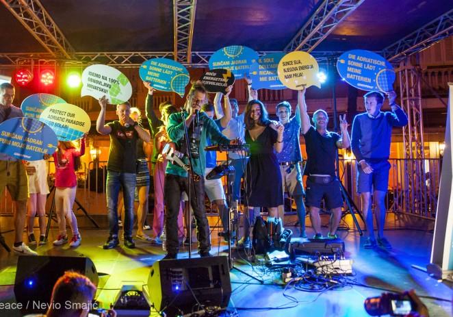 Greenpeace je sinoć u Poreču upriličio glazbenu feštu napajanu isključivo pomoću energije Sunca