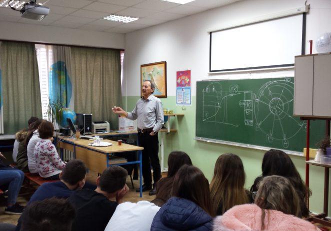 Dr . Slavko Sakoman sa porečkim osnovnoškolcima