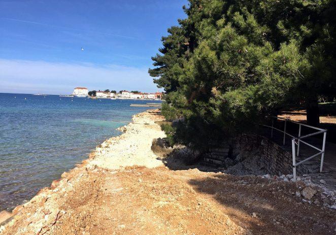 Do kraja travnja predviđen je dovršetak uređenja dijela jedne od najposjećenijih i najatraktivnijih porečkih plaža – Gradskog kupališta
