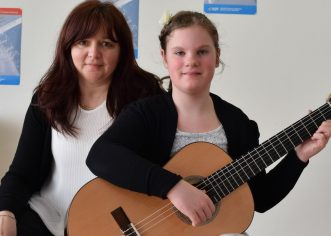 Nina Poropat izvrsna na 55. hrvatskom regionalnom natjecanju učenika i studenata glazbe i plesa u disciplini gitara