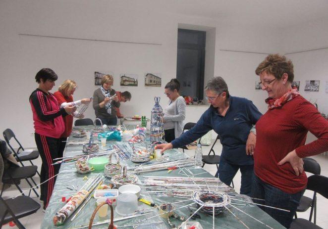 Održane kreativne radionice uskršnjih dekoracija u mjesnom odboru Varvari