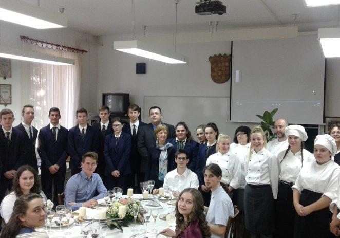 """U projektu """"Poziv na carsku gozbu"""" sudjelovalo 150 učenika ia 10 profesora TUŠ A. Štifanića"""