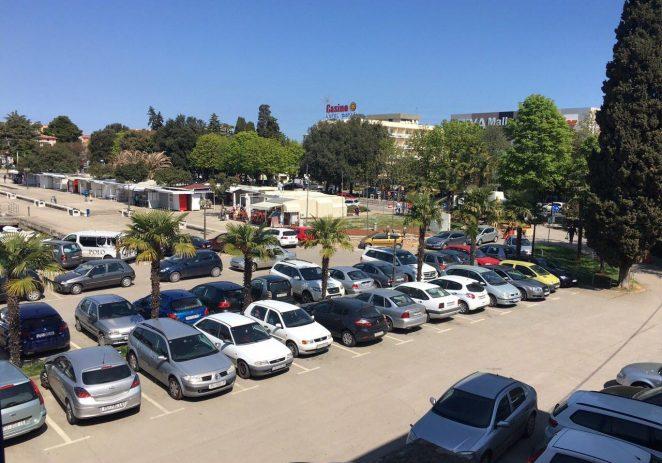 Radovi na uvođenju sustava kontrole prolaza vozila na parkiralištu kod Općinskog suda završeni
