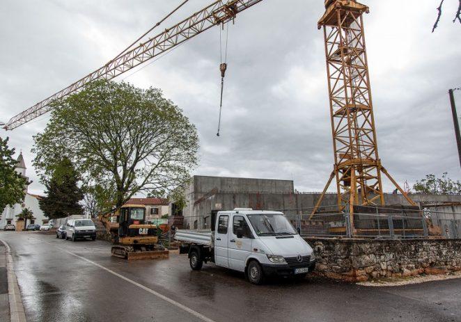 Žbandaj: rekonstrukcija zgrade područne OŠ i dvorane teče prema planu