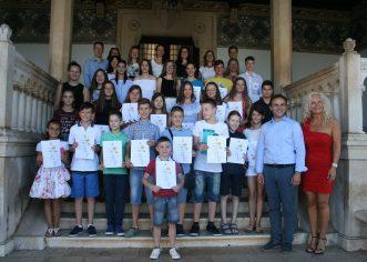 Nagrađeni učenici Umjetničke škole Poreč na prijemu kod gradonačelnika