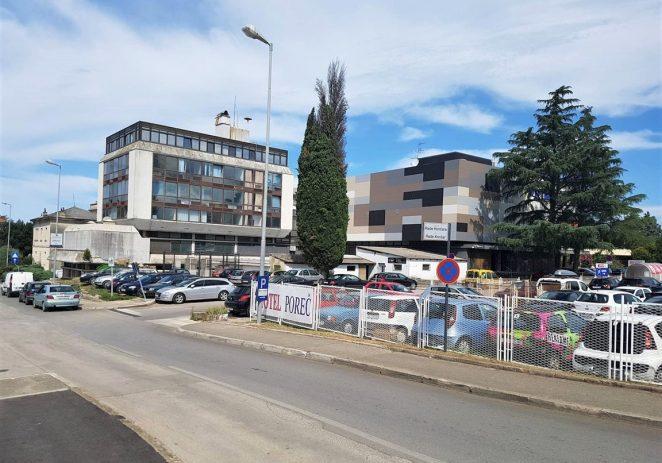 Turisti i mještani u borbi za besplatna parkirališta
