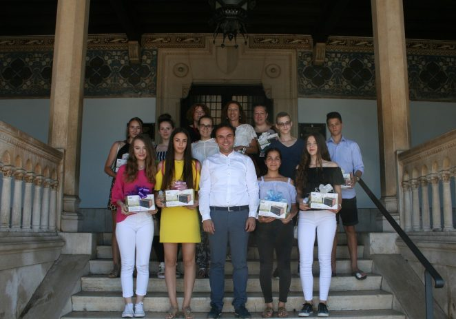 Gradonačelnik Peršurić održao prijem za odlikaše porečkih osnovnih škola