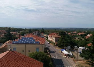 """Sunčane elektrane Grada Poreča – dvije godine rada, novi rekordi u proizvodnji, 275.000 kWh """"zelene"""" električne energije"""