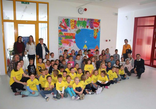 Školarcima u Žbandaju šareni mural na poklon