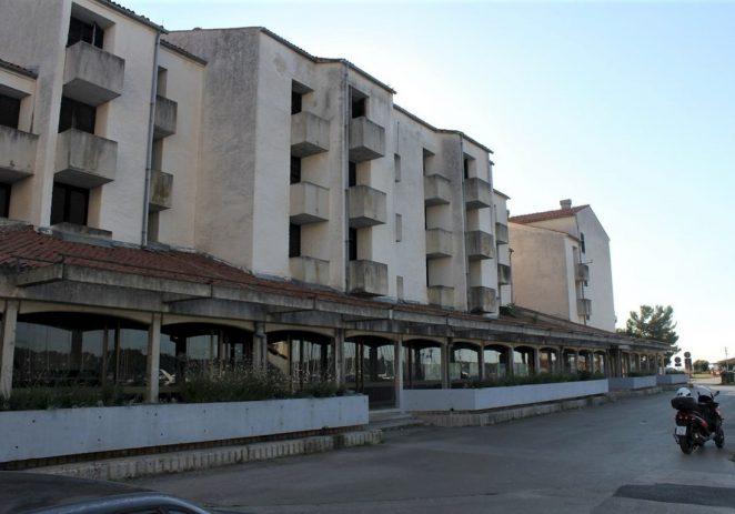 Srušit će napušten i derutan apart-hotel Marina u Červar Portu