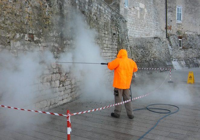 Uklonjen grafit s porečkih starogradskih zidina