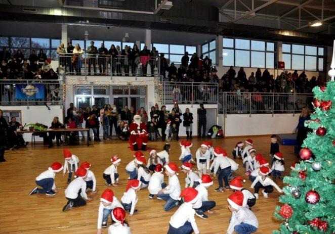 U sportskoj dvorani u Kašteliru podijeljeni dječji poklon paketi