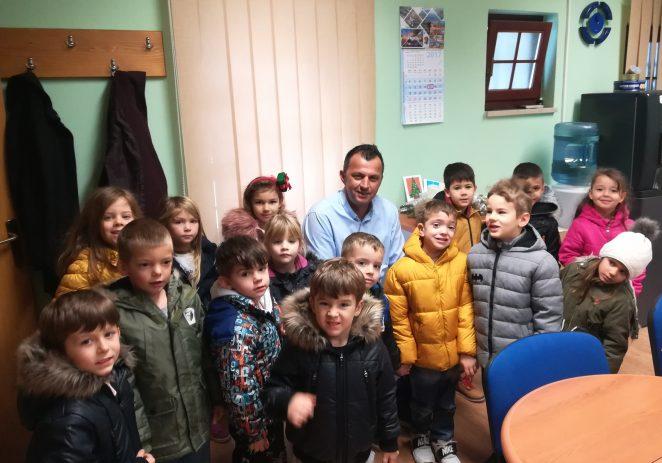 Božićni posjet mališana Dječjeg vrtića Tići Vrsar Općini Funtana-Fontane