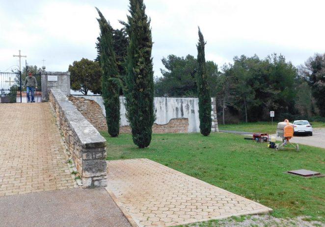 U tijeku radovi na sanaciji mjesnog groblja u Baderni