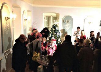 Nisu sva porečka djeca bila zadovoljna poklonima Djeda Mraza