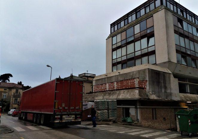 """U tijeku je obnova nekadašnje zgrade uprave pored """"robne kuće"""""""