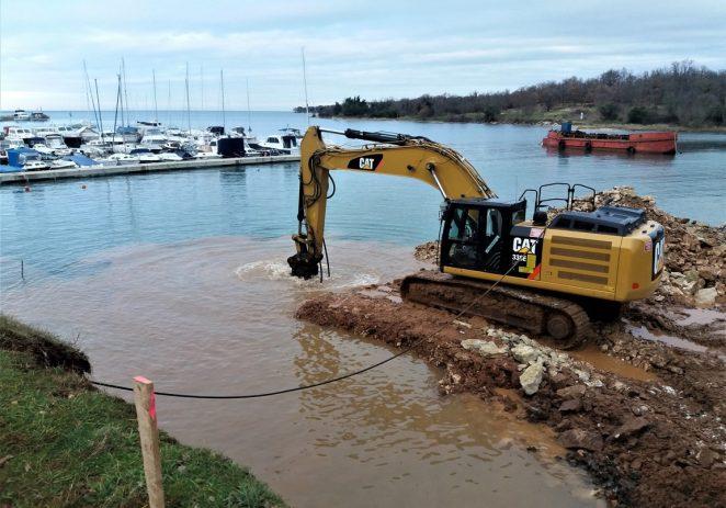 Grade se novi molovi i produbljuje luka u Červar Portu