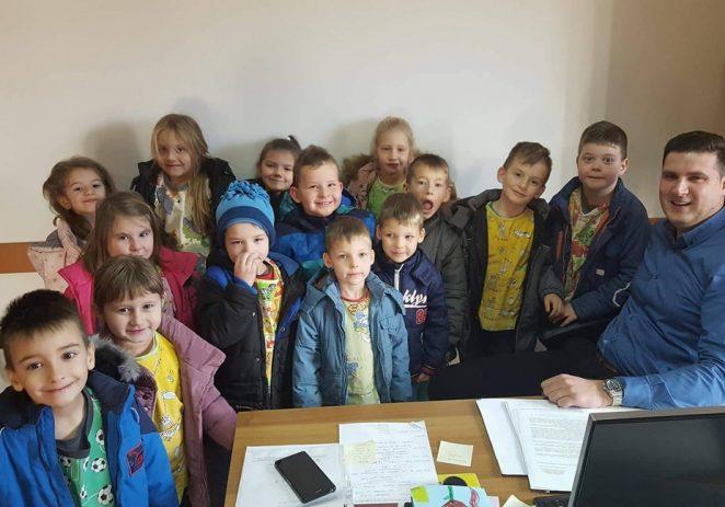 Mališani iz Vižinade u čestitarima kod načelnika