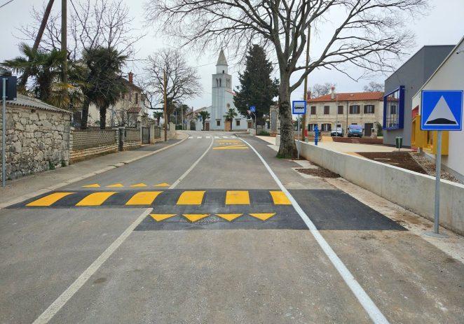 """Uređeni pješački prijelazi u Antoncima, postavljeni """"ležeći policajci"""" kod škole u Žbandaju"""