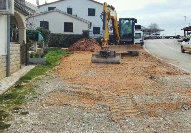 Počelo uređenje parkinga i nogostupa u porečkom Novom naselju