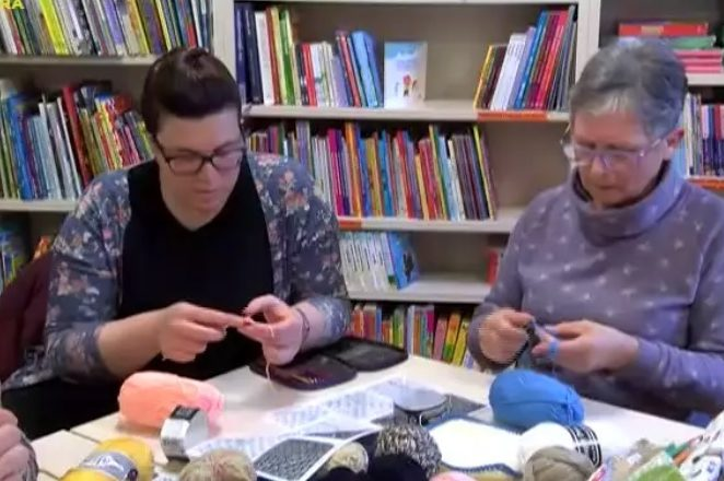 Humanitarna akcija u Gradskoj knjižnici Poreč: Heklali se vuneni kvadratići za napuštenu djecu Južnoafričke republike